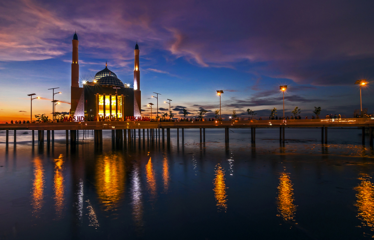 Masjid 99 Al Makazzary Masjid terapung di Indonesia