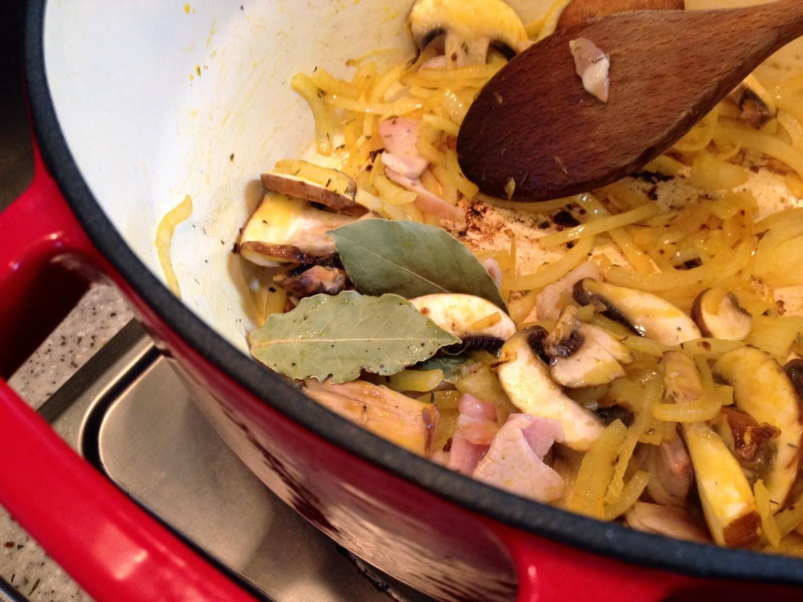 Приготовить печень говяжью на сковороде рецепт