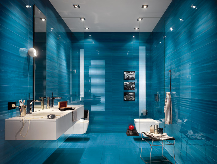 Baño Con Refresco Rojo:Blue Tile Bathroom