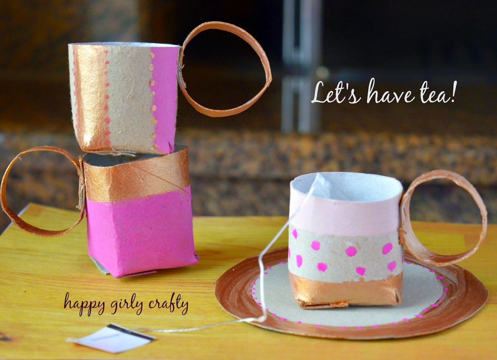 http://happygirlycrafty.blogspot.gr/2015/03/paper-roll-cups-diy.html