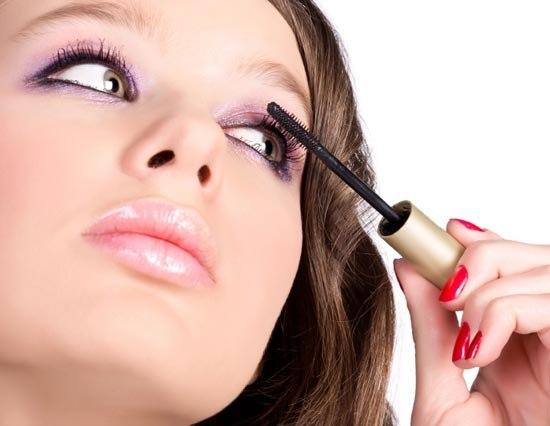 Но есть детали, знание которых пригодится каждой из нас.  В макияже все важно: любая мелочь может негативно...