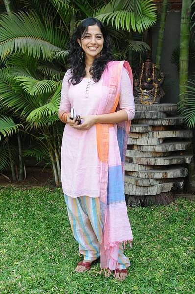 Nishanthi Evani smileing