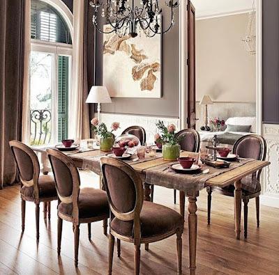 Silloncitos cómodos alrededor de la mesa para compartir largas sobremesas