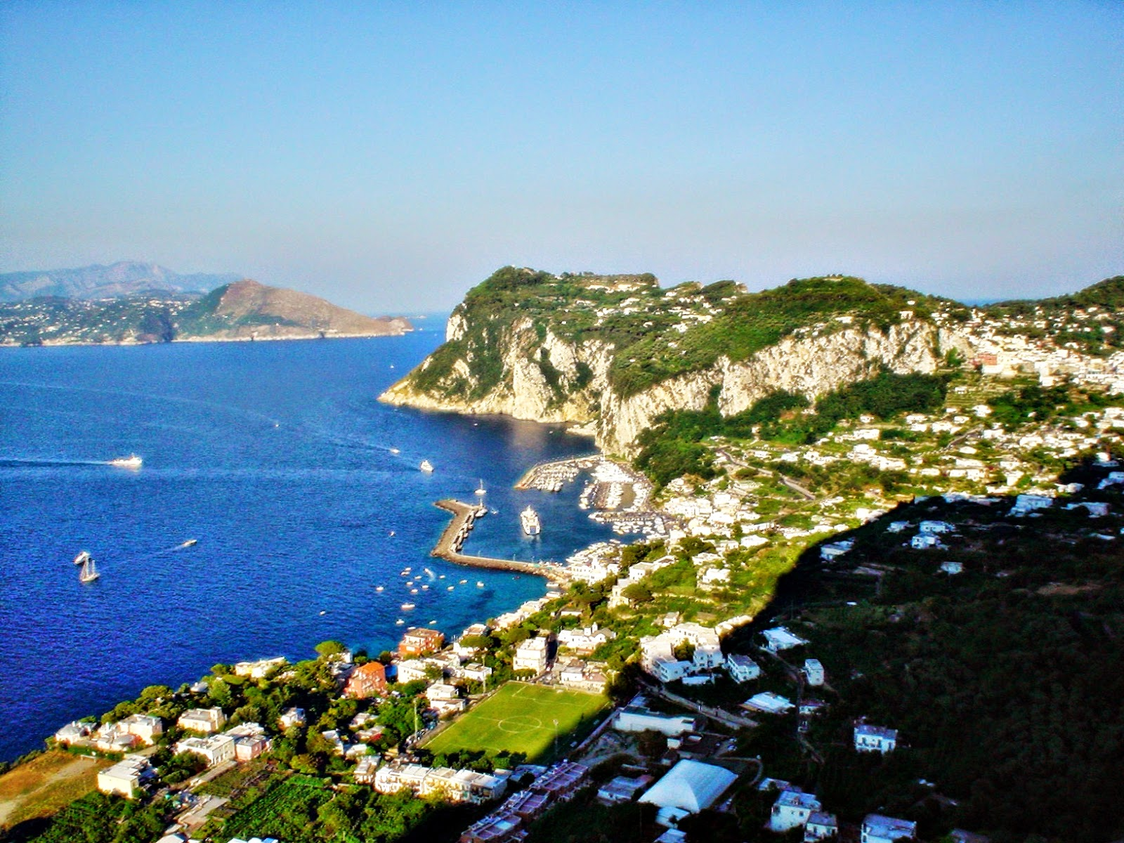 File:Isola di Capri.jpg