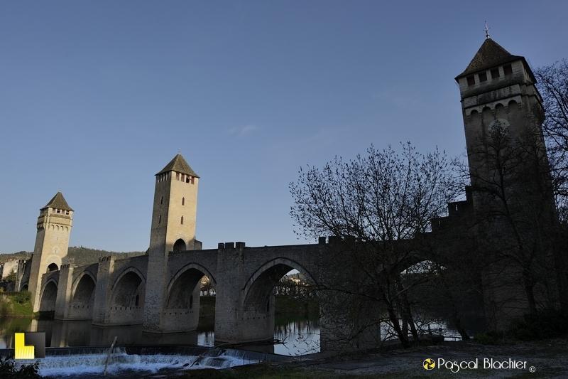 Au del du clich cahors pont valentr et cath drale saint etienne - Cathedrale saint etienne de cahors ...