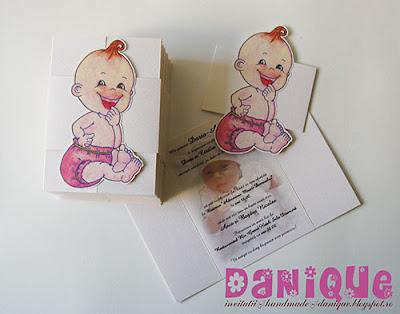 invitatii de botez cu manson plat si desen bebelus aplicat pe manson