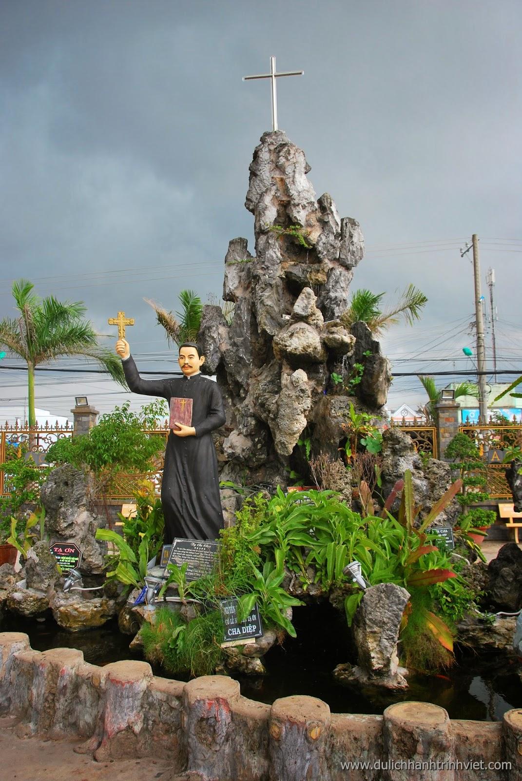 Tham quan Nhà thờ Cha Diệp ở Bạc Liêu