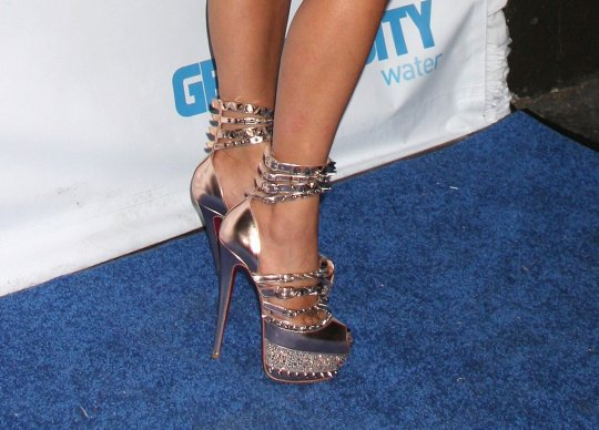 a better look at Kim Kardashian's spiky heels
