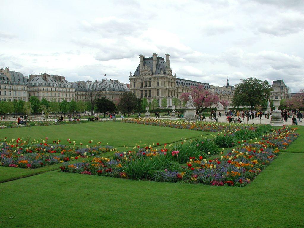 Laura dans paris on va a savoi plus de france for Le jardin paris