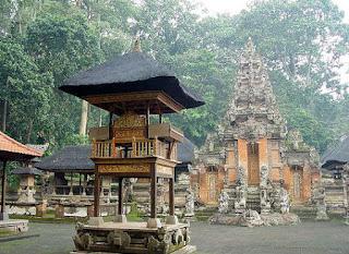 Pura Bali məbədi