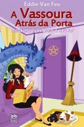 VASSOURA ATRÁS DA PORTA