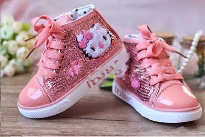 Gambar sepatu hello kitty anak warna pink