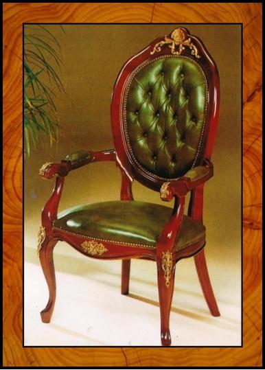 Sillón estilo provenzalclásico en color caoba acabado en brillo