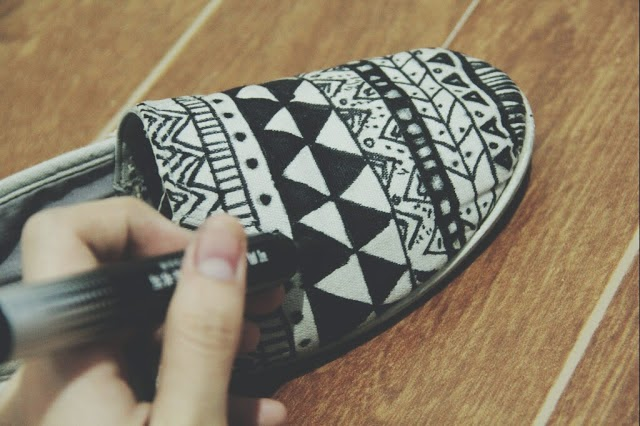 http://funandoblivious.blogspot.com/2013/11/diy-aztec-shoes.html