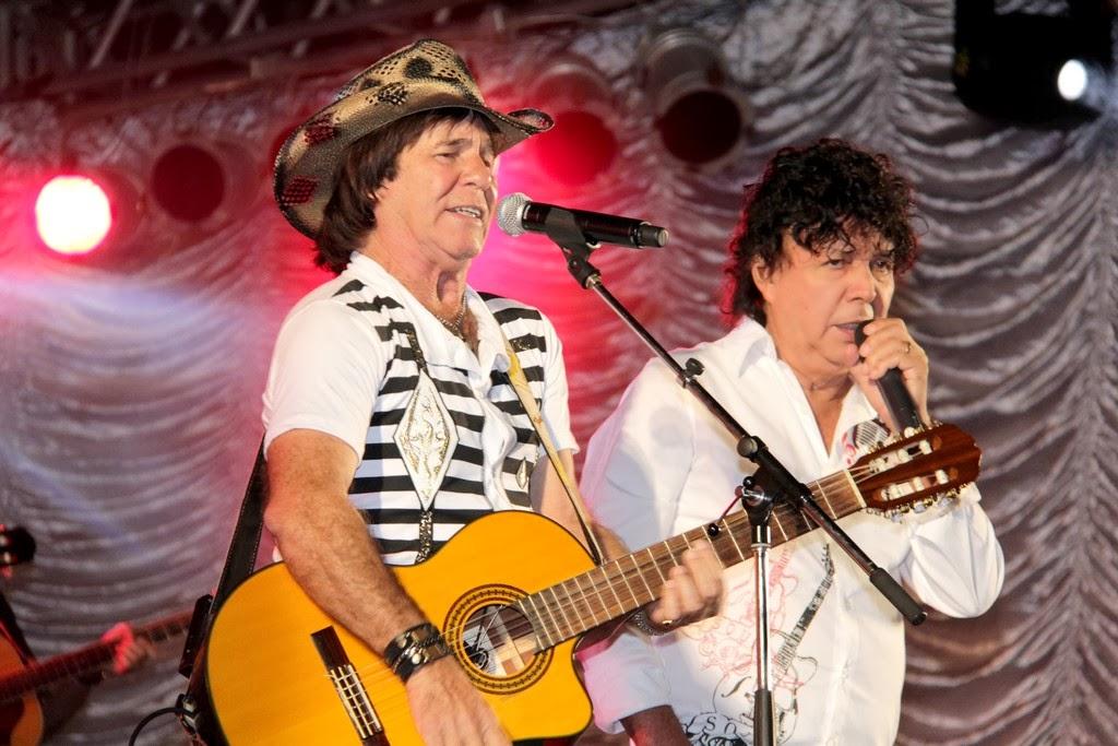 Teodoro e Sampaio: música sertaneja de raiz embala os fãs na Festa do Cavalo