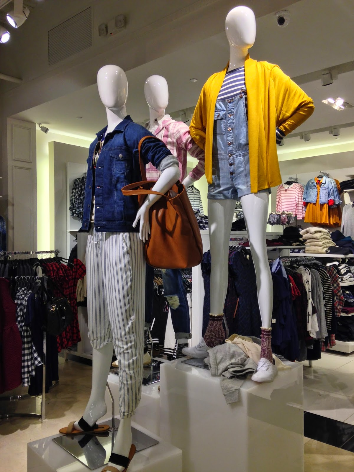 keeping up f21 ch 14 marketing channels and retailing mannequins are located throughout the entire store the latest styles if a customer is still having trouble one could always ask a s associate
