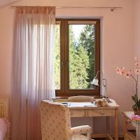 Okno w pokoju dziecka Oknoplast dwukolorowe Ral