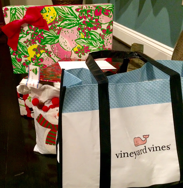 preppy christmas gifts vineyard vines lilly puliter maryland lifestyle blogger