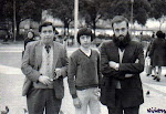 670. Evelio Garca Mansilla (mi to), su hijo Evelio y Blas, Plaza de Catalua, Barcelona, ao 1976