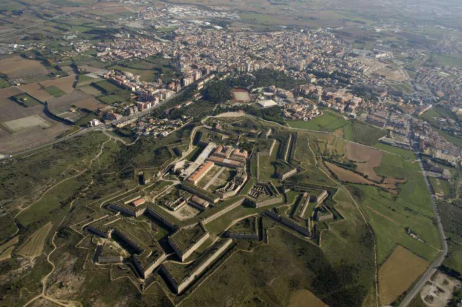 Visita a figueres la ciudad de dal a young knight travel - El tiempo en figueres ...