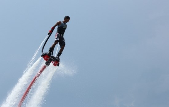 Permainan Olahraga Air Flyboarding
