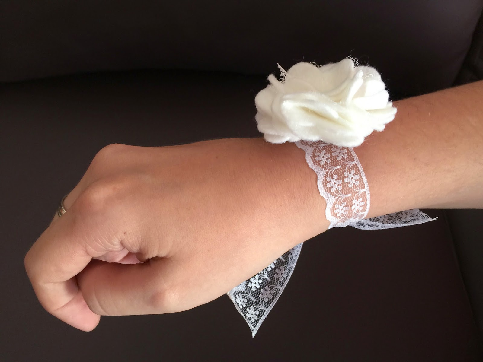 corsage dama de honor novia