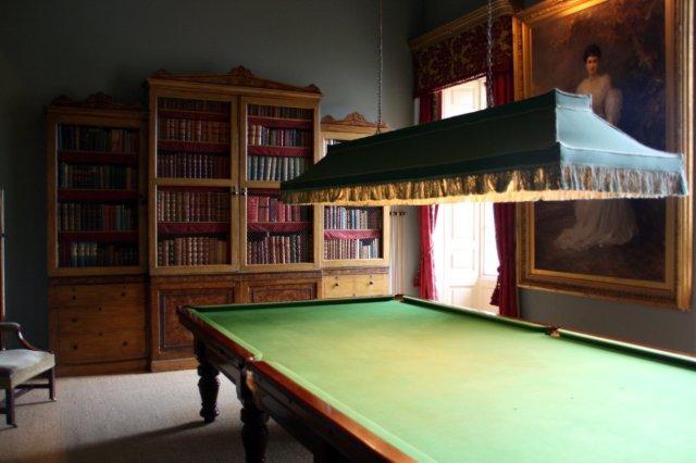 Sala con mesa de billar en el interior del Castillo de Floors, Floors Castle en Kelso en los Borders escoceses