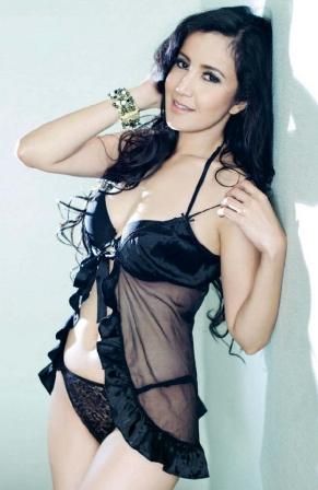 Andi Soraya model pakaian dalam