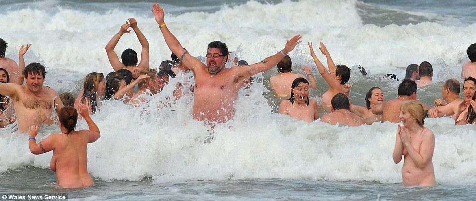 nude%2Bworld%2Brecord3 File:Girl in blue bikini at dog beach.jpg