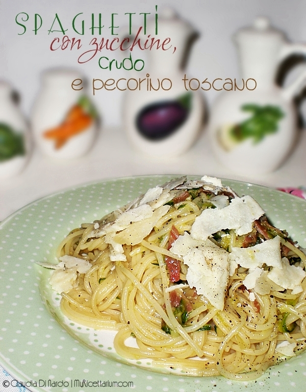 Spaghetti con zucchine, crudo e pecorino toscano