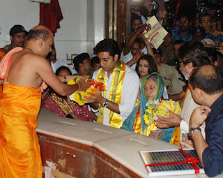 Amithabh, Aishwarya and Abhishek visits Siddhivinayak temple