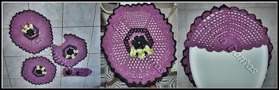 Jogo de banheiro em crochê em duas cores com flor.