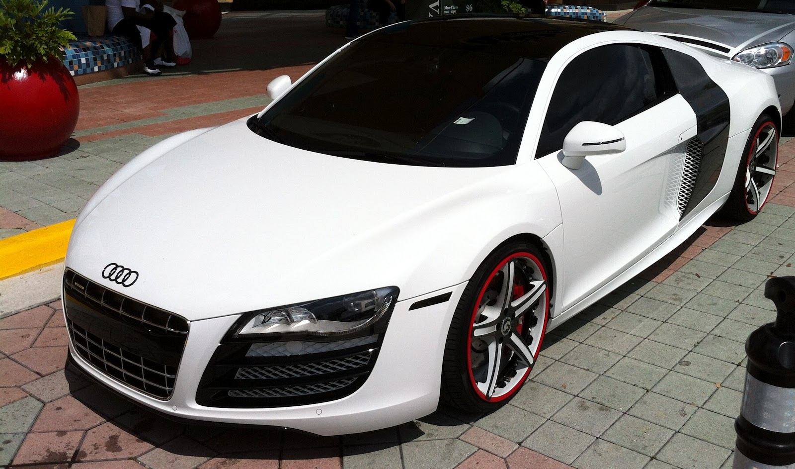 White 2012 Audi R8 / Custom Rims | Exotic Cars on the Streets of Miami