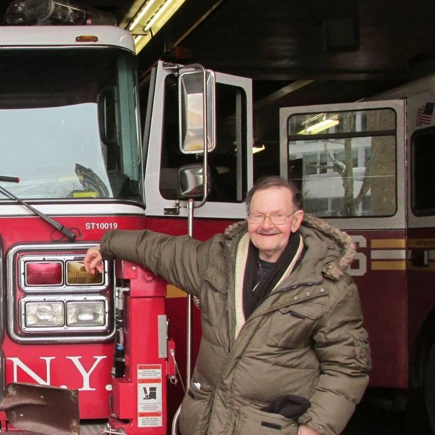 Blogger with FDNY rig