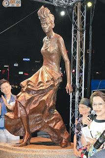 patung konser anita mui ibu