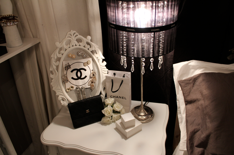 read with style: new chanel themed bedroom