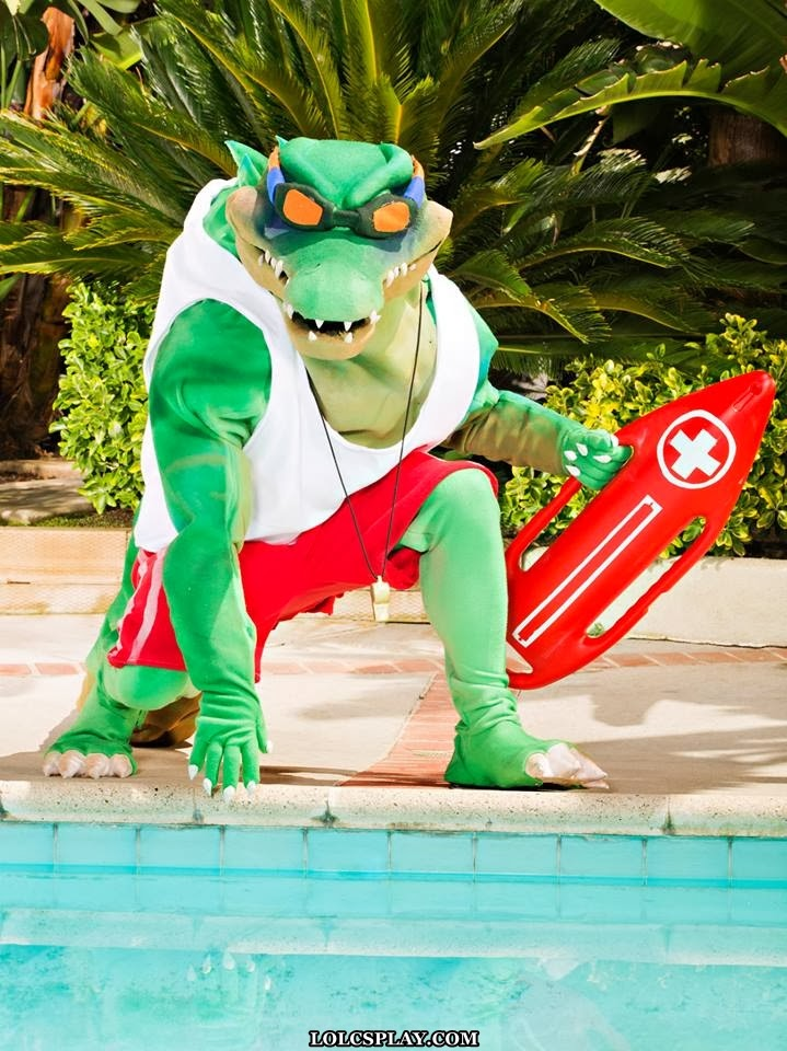 League Of Legends Cosplay: Pool Party Renekton