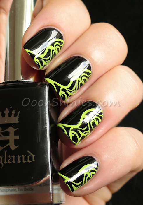 A England Camelot with Mundo de Uñas Lime and Messy Mansion MM51
