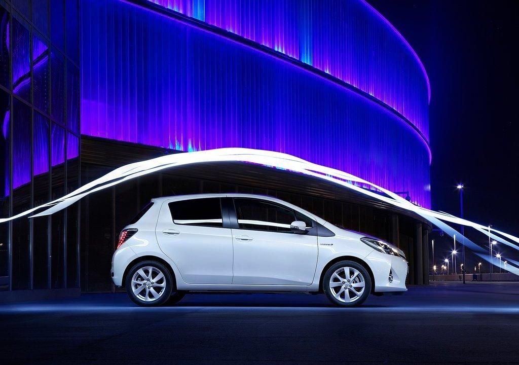 elegant and luxury car toyota yaris hybrid 2013. Black Bedroom Furniture Sets. Home Design Ideas
