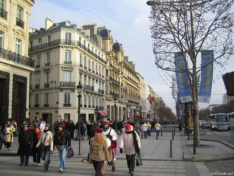 Top world travel destinations paris france for Best vacation spots in france