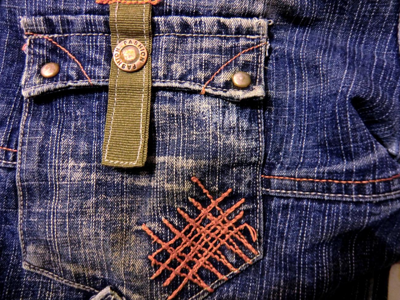 http://3.bp.blogspot.com/-U4kqKm3kZAA/TuiBGDKgdDI/AAAAAAAAY8s/A17zo4JiuAk/s1600/Gruge+Jeans+Wallpapers+%25283%2529.jpg