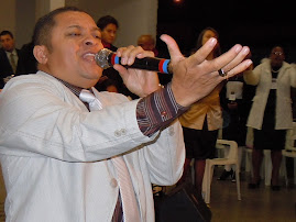 CANTOR JOSE ANTONIO PARTICIPA DA GRANDE VIGILIA ABALA PARADA DE TAIPAS 2011.