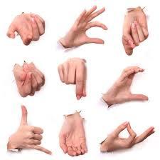 عشر تصرفات عفوية يجب ان تتجنبها في لغة الجسد