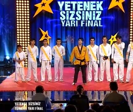 Yetenek Sizsiniz Türkiye Serhat Etli ve Grubu Yarı Final Performansı Full Seyret