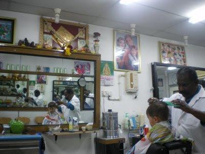 http://3.bp.blogspot.com/-U4srs690WMg/UI0IYkIfejI/AAAAAAAADdE/IqmnAe_3pk0/s400/indian+barber.jpg
