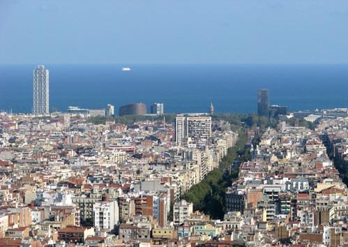 Alentours barcelone barcelone la ville aux mille couleurs for Piscine w barcelone