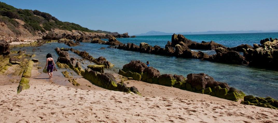 El estrecho desde un continente observas otro conoce for Piscinas naturales bolonia cadiz