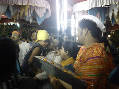 Devotees crying on the eve of Ganpati Visarjan in Mumbai