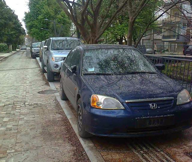 Αφού πεζοδρομούνε δρόμους, έγιναν δρόμοι τα πεζοδρόμια