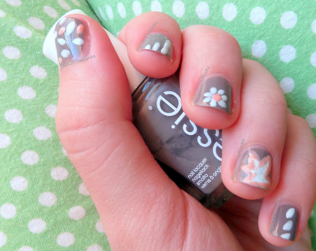 Nail art Essie Chinchilly